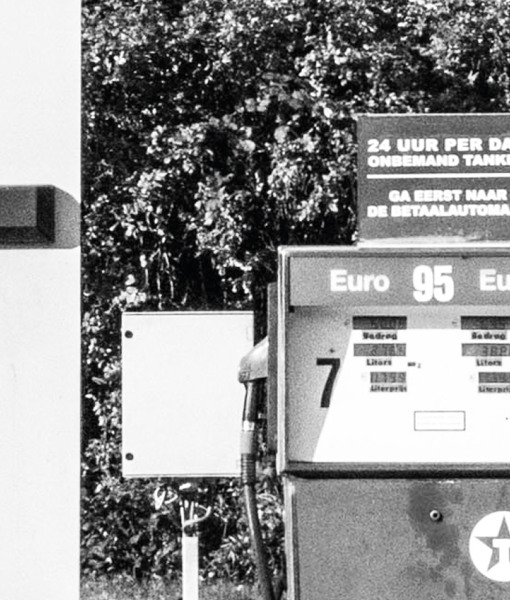 tankstation poster fotografie zwart wit muur detail